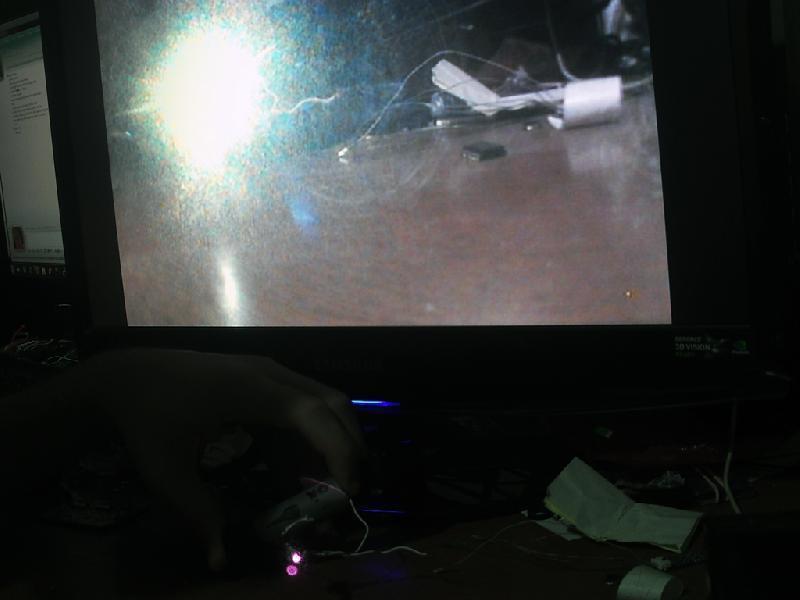 Laser ligado na frente da câmera sem Filtro (Tela) e também com filtro (Foto)